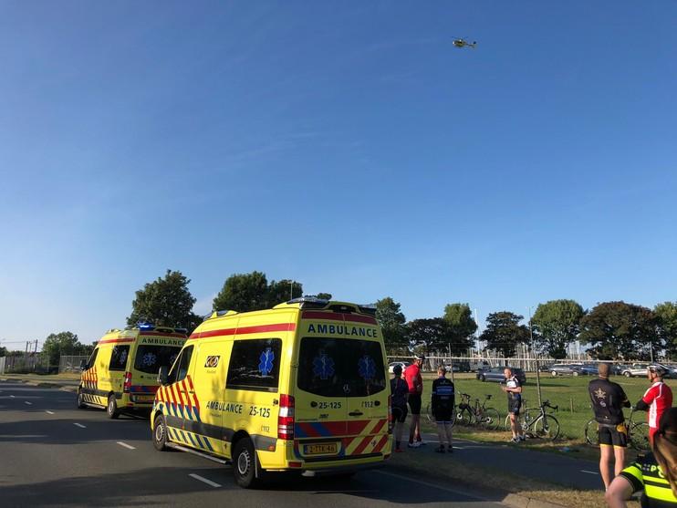 Traumaheli opgeroepen na valpartij wielrenners in Enkhuizen