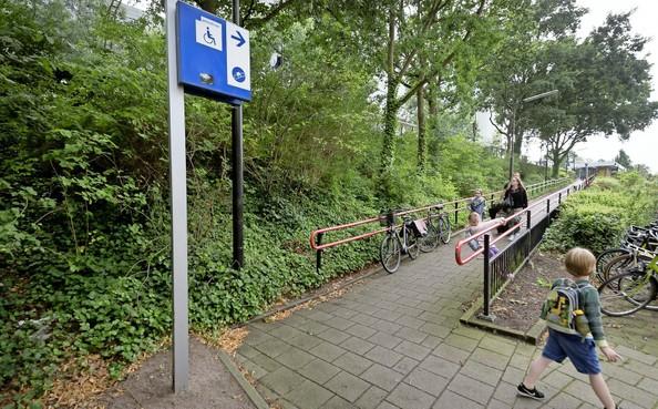 Treinstations Leiden zitten nog vol barrières voor invaliden