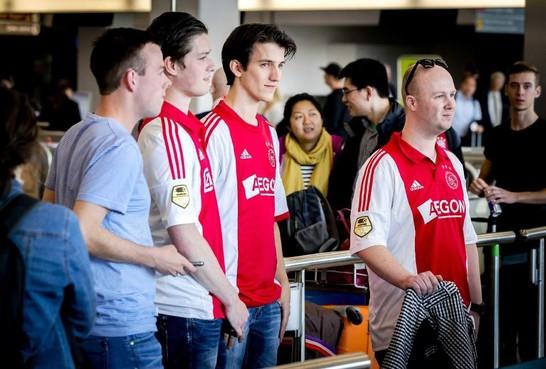 Vertrek 'Ajaxvluchten' vanaf Schiphol 'loopt op rolletjes'