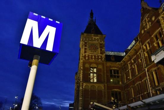 Met de metro van Amsterdam naar Zaandam of Schiphol, hoe realistisch is dat?