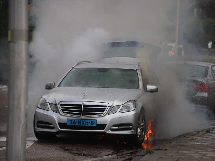 Taxi brandt uit op Herenweg Noordwijk