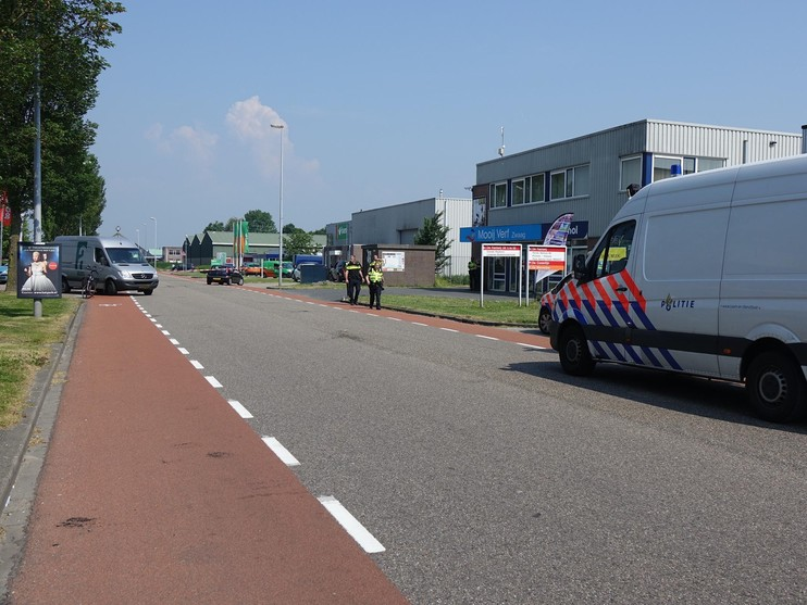 Fietser gewond bij botsing met busje in Zwaag