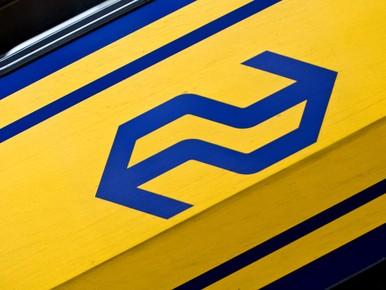 Trein rijdt over losgeraakte spoorboom, storing verholpen