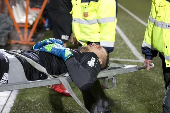 Doelman Bakker van FC Volendam: na treffer nu ook het debuut tegen FC Twente [video]