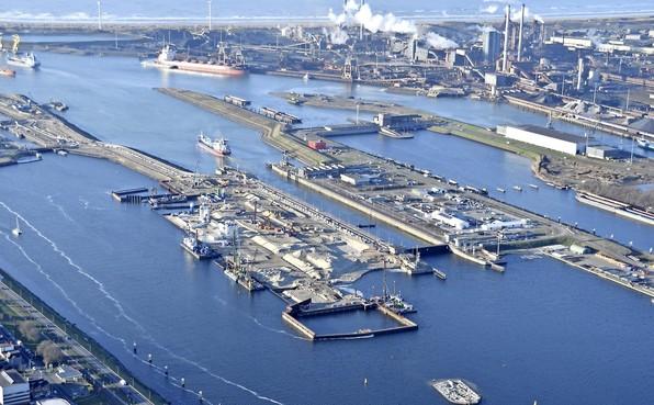 Rijkswaterstaat: 'Door droogte mogelijk minder schepen door sluizen IJmuiden'