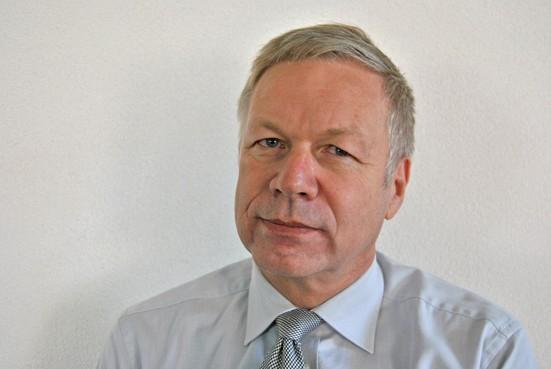 Wethouder Richard Quakernaat gaat met woningcorporaties op zoek naar geschikte locaties voor tiny houses in Landsmeer
