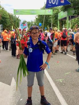 Hilversumse Luka (11) haalt moeiteloos de eindstreep van de Nijmeegse Vierdaagse