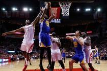 Kevin Durant scoort namens de Warriors. © EPA.