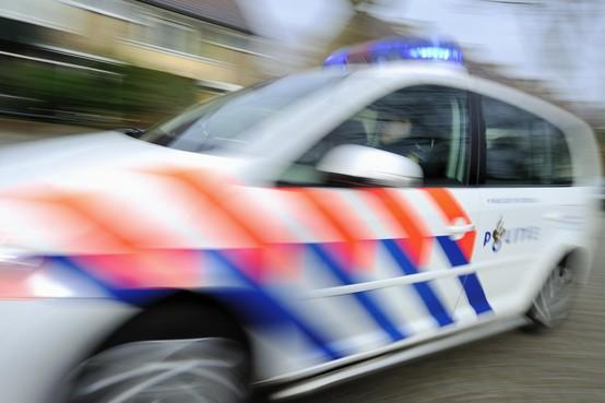 Wielrenners vernielen auto in Ter Aar