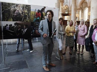 Jan des Bouvrie opent tentoonstelling World Press Photo in Naarden
