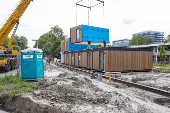 Castricum doet mee aan proef met flexibele woningen voor vluchtelingen: 'Discriminerend, beschamend en asociaal'