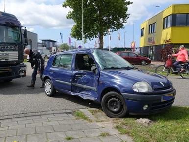 Automobilist raakt gewond bij aanrijding met vrachtwagen in Broek op Langedijk