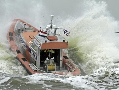 KNRM Noordwijk en Katwijk vaker op land actief