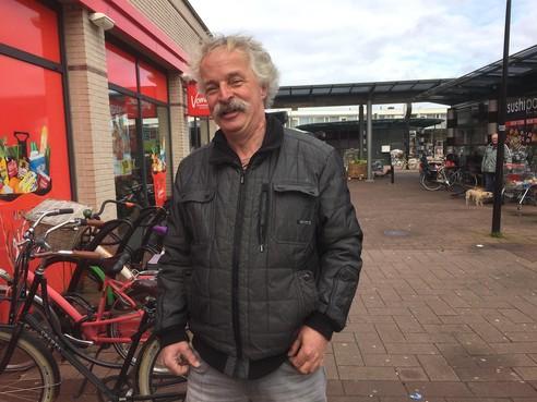 Onderweg: Jan is postpakkettenbezorger, maar zou zo weer de stofzuigerzakkenman van de markt willen zijn