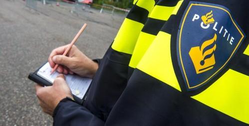 Autorijden oefenen in Schagen: zoon (19) rijdt zonder rijbewijs 67 kilometer per uur te hard, onder toeziend oog van vader
