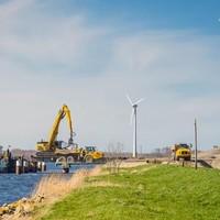 Zand voor Hoogtij wordt over water aangevoerd.