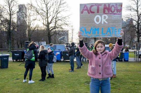 417 klimaatspijbelaars uit de IJmond richting Den Haag