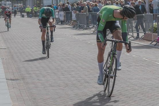 Sjors Dekker hoeft niets aan plan te veranderen om wielerronde van Beverwijk te winnen