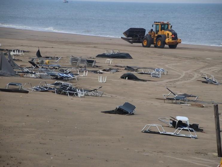 Heftige storm zorgt voor ravage op stranden Katwijk en Noordwijk