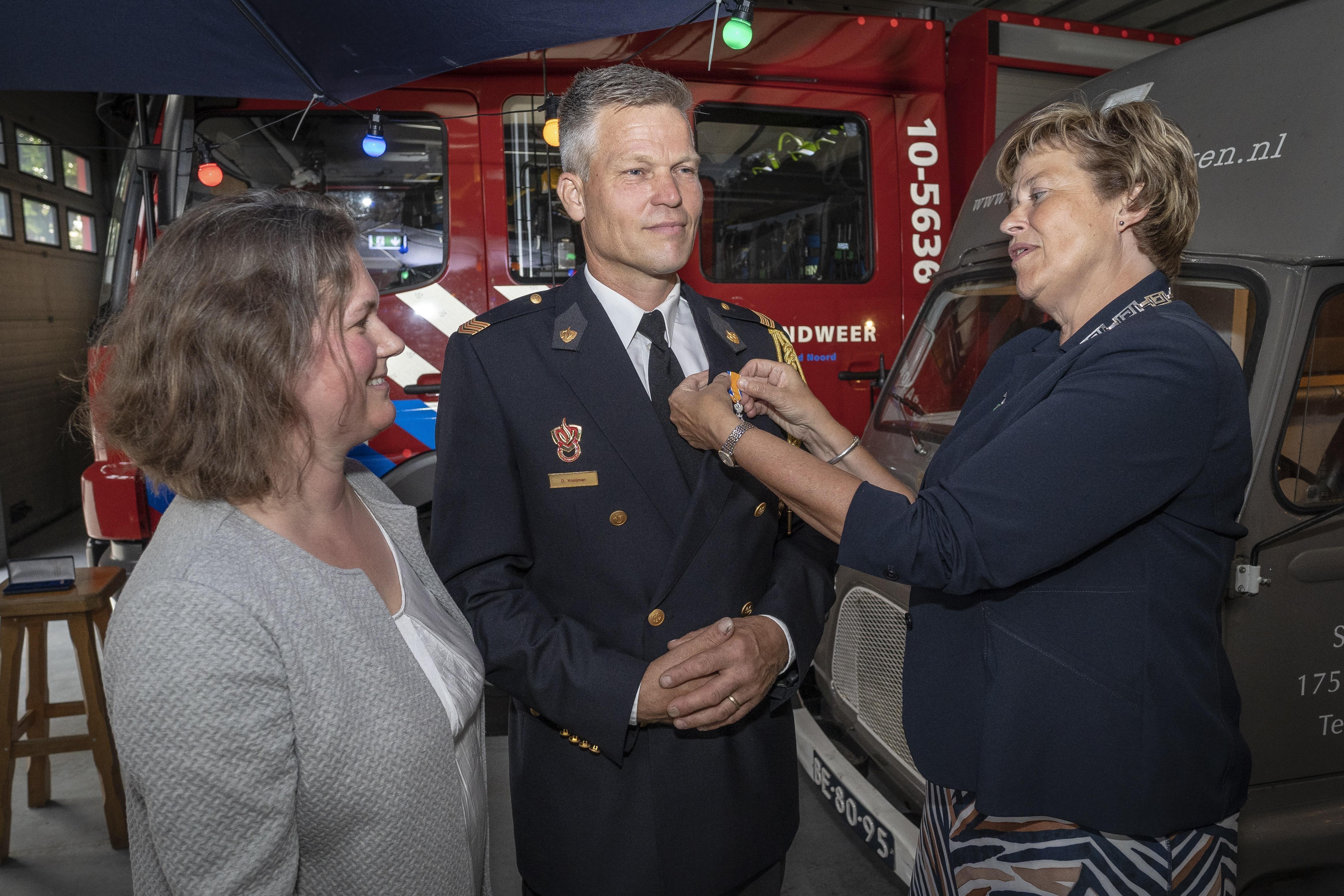 Twee toppers bij vrijwillige brandweer Schagerbrug onderscheiden - Noordhollands Dagblad