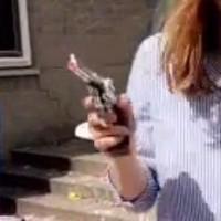 Het speelgoedpistool dat Floor op zak had.