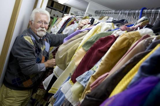In Memoriam Wim Hoppezak (82): De man met de krulsnor en de grootste verkleedkist van Nederland