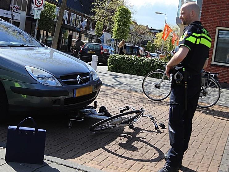 Vrouw op elektrische fiets gewond bij botsing in Noordwijkerhout