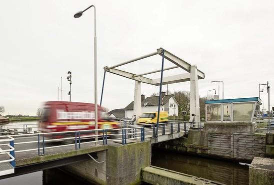 Giftige verf met chroom-6 op brug bij Eembrugge