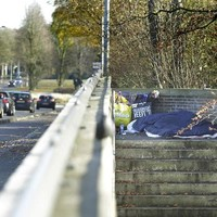 Het Hilversumse stel slaapt een gat in de dag op het viaduct bij het Mediapark.