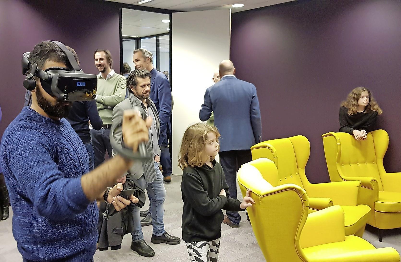 Nieuw laboratorium voor de ruimtevaart in Noordwijk geopend: virtueel sleutelen aan Mars-rover - Leidsch Dagblad