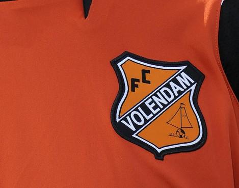 Duel Jong Volendam gestaakt na blessure arbiter