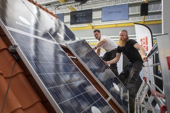 Alkmaarders snelste zonnepanelenleggers