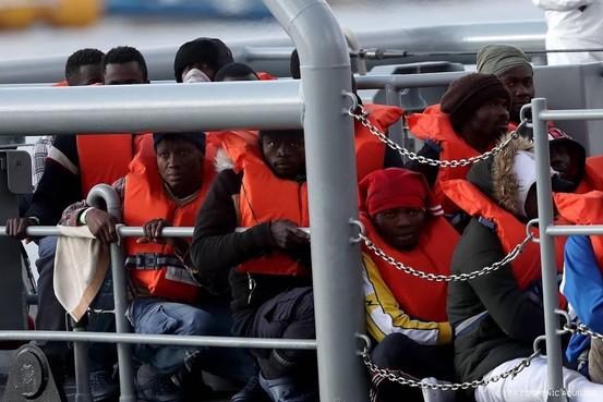 52 migranten gered in Middellandse Zee