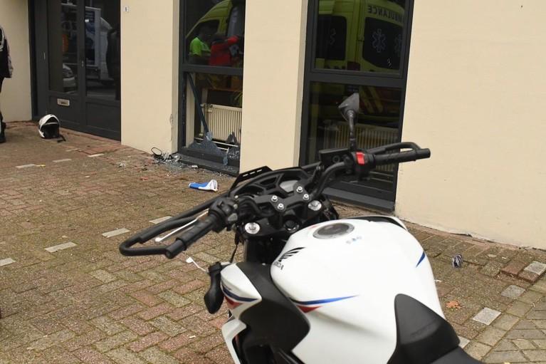 Motorrijdster zwaargewond bij ongeval tijdens rijles in Leiderdorp