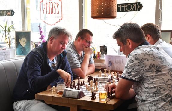 Kroegloperstoernooi is topvermaak voor schakers