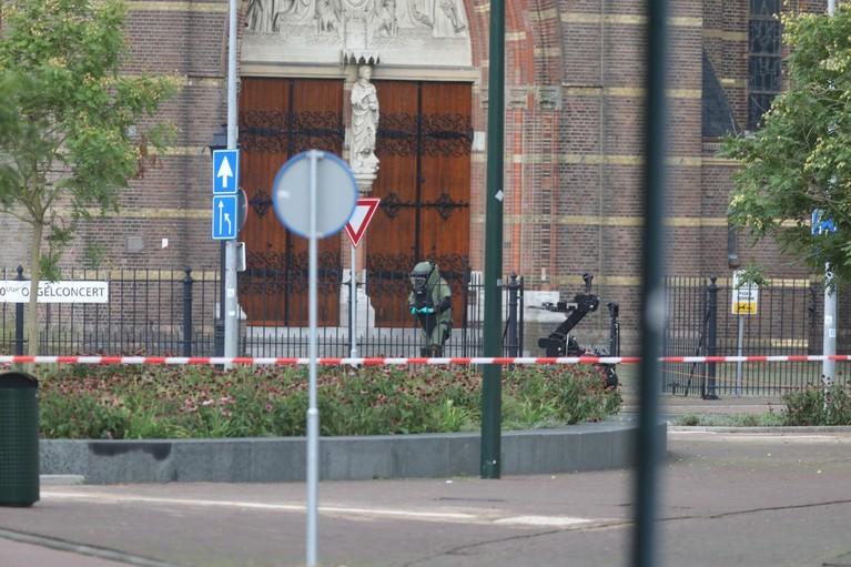 Geen explosief in verdachte koffer bij Sint Vituskerk in Hilversum [update]