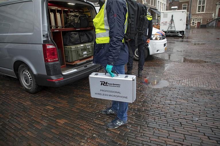 Grote Markt Haarlem weer vrijgegeven na vondst lege koffer bij stadhuis [video]
