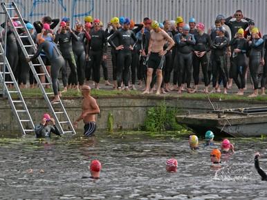 Zwemmers testen Ironman-traject Naarden