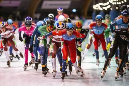 Mats Stoltenborg zoekt nog naar zijn vorm terwijl Gary Hekman schaatsmarathon in Haarlem wint