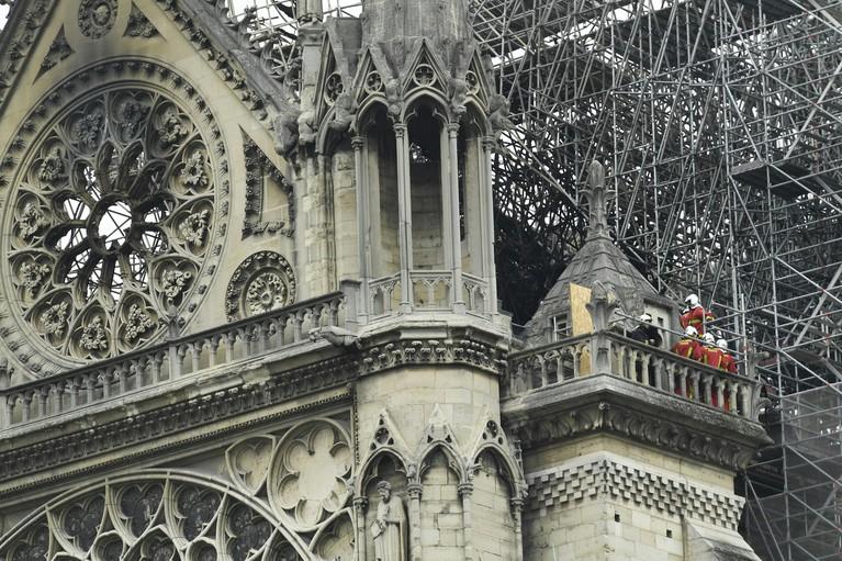 Noord-Hollandse scholieren in Parijs tijdens brand Notre-Dame: 'Vlak na aankomst zagen we rookwolken boven het centrum'