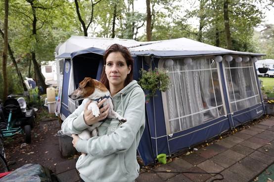 'Alleen in ons tentje brandt nog licht', Frederique Durlacher staat eind van de maand met twee kinderen op straat