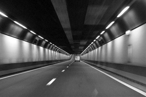 Velsertunnel dicht na ongeluk