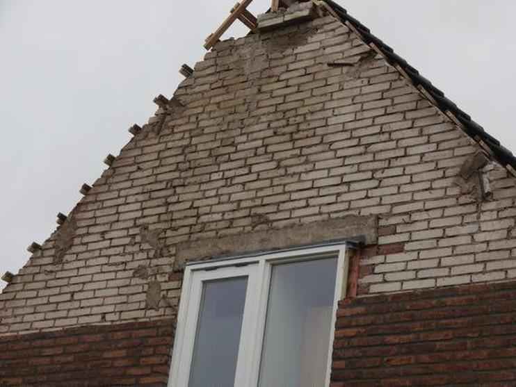 Gevel pas gerenoveerde woning komt naar beneden in Callantsoog