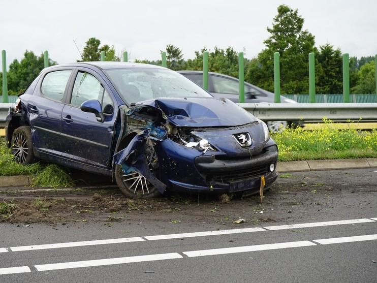Auto total loss op N244 bij Alkmaar