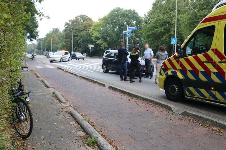 Overstekende fietser geschept door taxi in Sassenheim