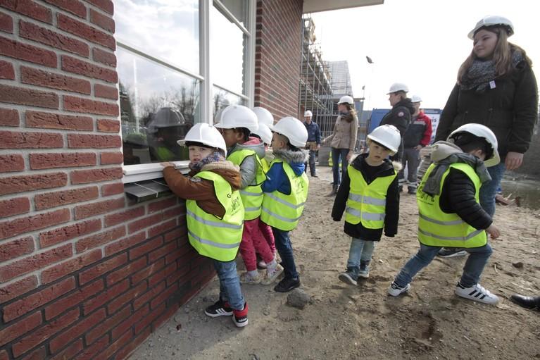Bouwplaats kent geen geheimen voor kinderen De Meander [video en foto's]