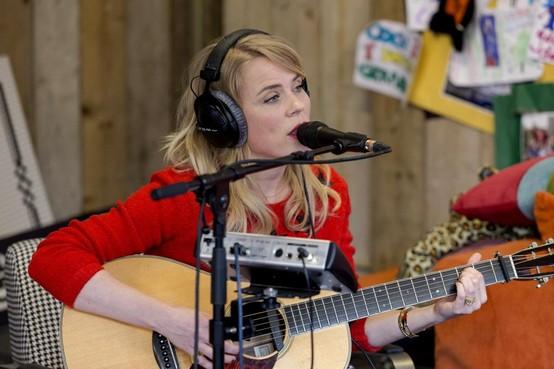 Ilse de Lange te gast bij Radio 1 Tourcafé