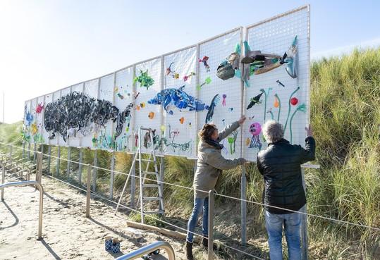 Kunstwerken maken van strandafval Egmond aan Zee