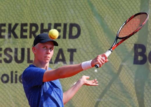 Volendamse tennisser Frank Kemper slaat zich overtuigend door kwalificaties Boekweit