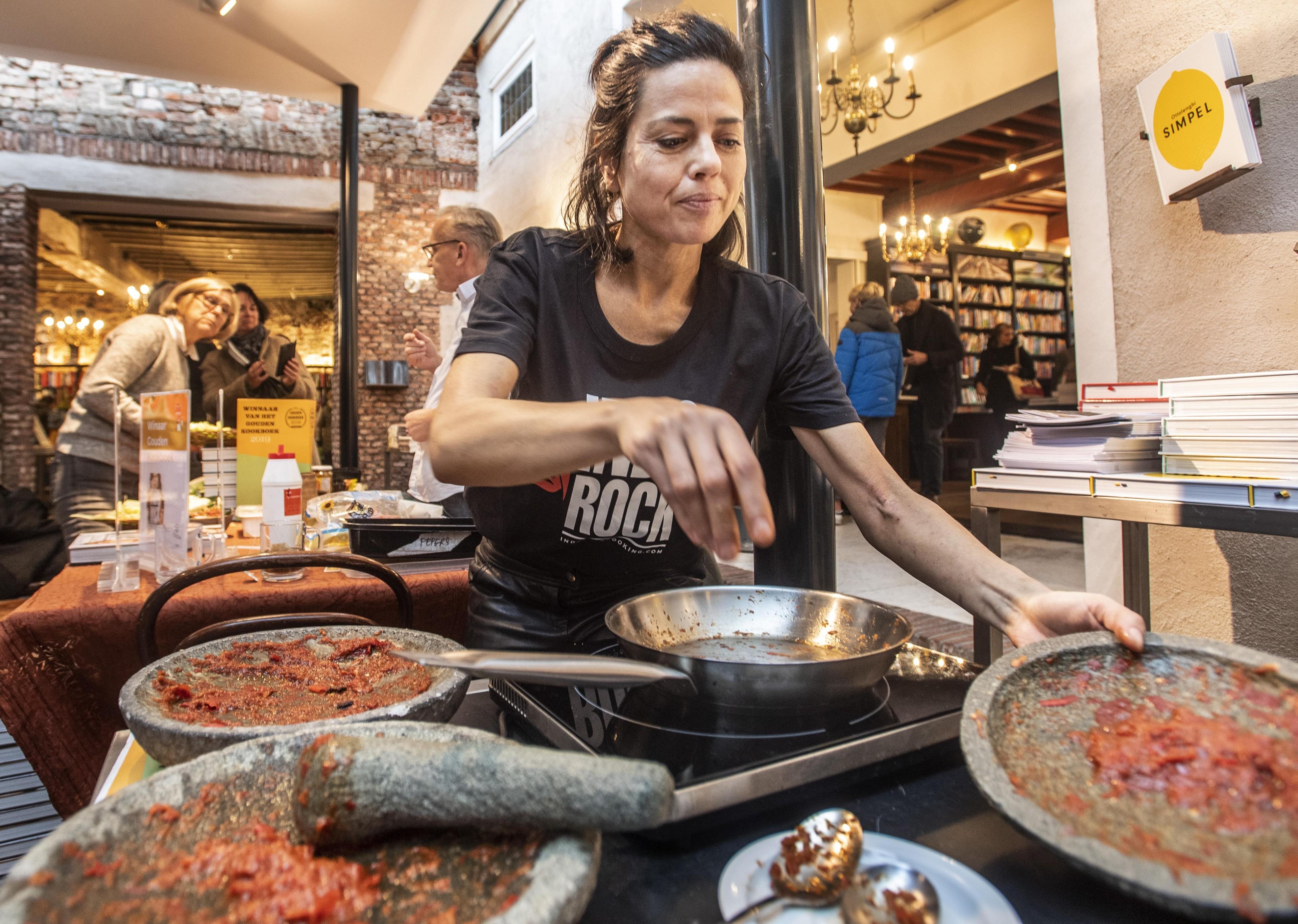 Zelf sambal maken in Haarlem met Vanja van der Leeden - Noordhollands Dagblad